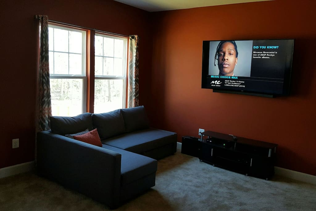 """Owners Suite w/Queen Sofa Bed & 65"""" 4K LED TV (2/2)"""