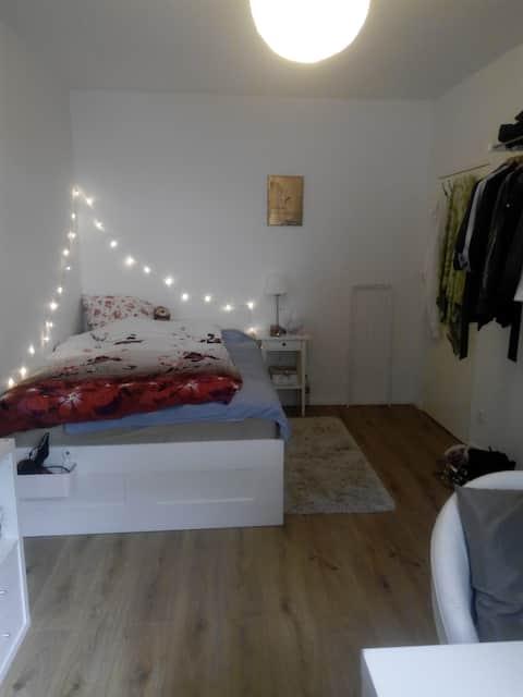 Schönes WG-Zimmer nahe Kudamm :)