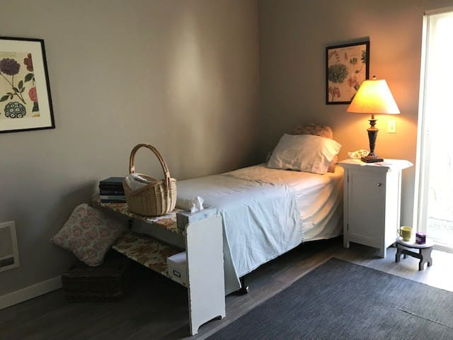 Convenient Downtown Summer Living in Eugene, OR!