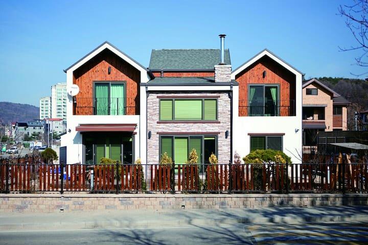 남양주 진접지구 안에  위치한 전원주택 마당이 어우러진 전원주택 - Jinjeop-eup, Namyangju-si - Ev