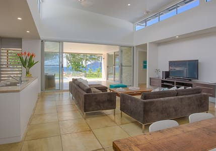 Teranga Mission Beach - absolute beachfront - House