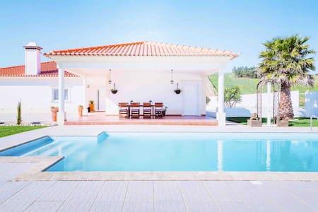 Villa with Pool&Games near Lisbon-Ericeira