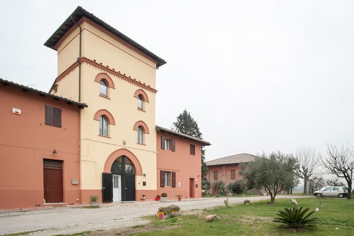 """La Torre"" Manor House B&B - Budrio"