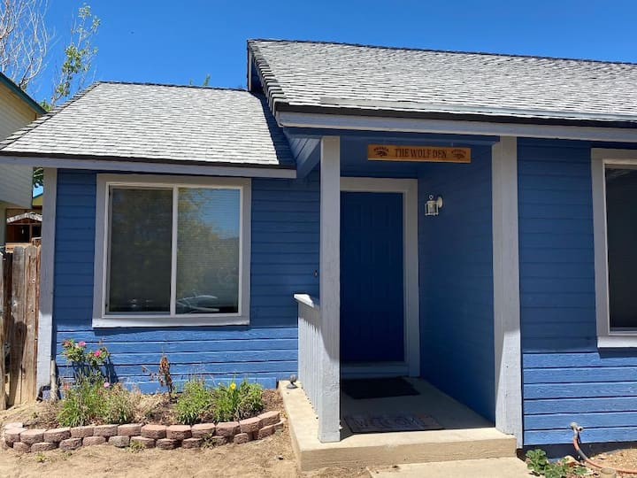 The Wolf Den: Comfortable home in  Spanish Springs