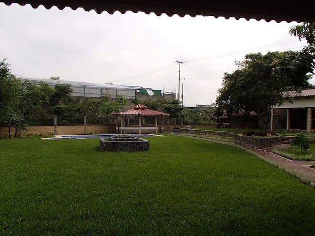 Jardin amplio