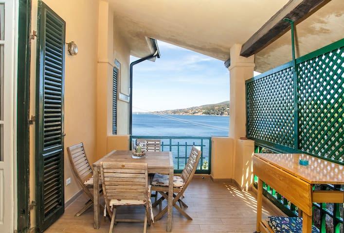 Lovely beach historic house. Villa Rosetta, apt 1