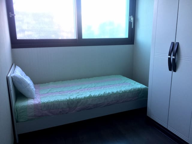 Large, modern apartment, 1 single bed - Wonju-si - Apartament
