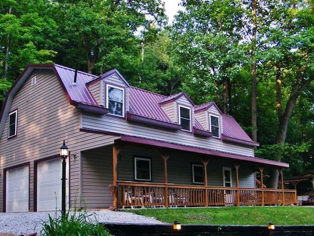 Mohican Hillside Cabin