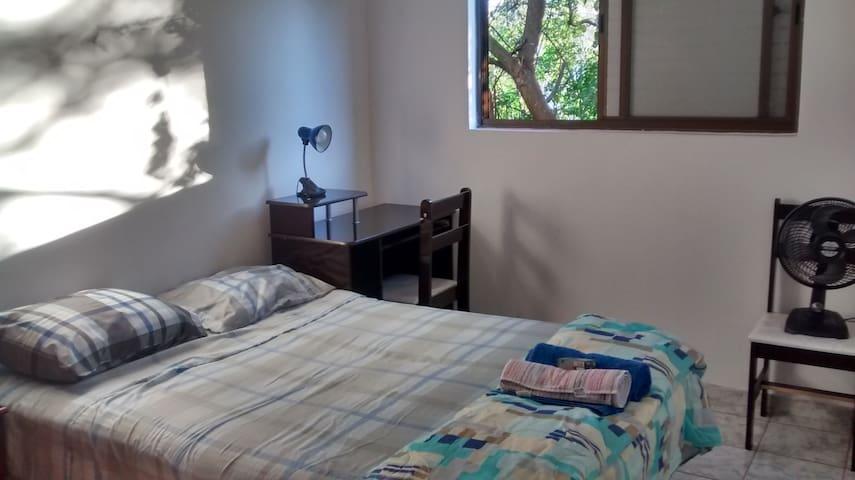 Apartamento simples e muito bem localizado