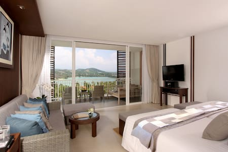Elegant Suite with large balcony. Partial sea view