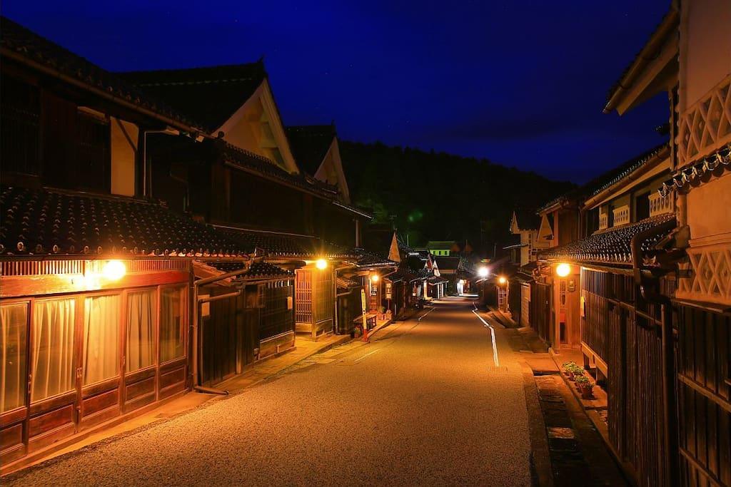 """国が指定する重要伝統的建造物群保存地区「吹屋ふるさと村」の町並み  To enjoy the important traditional Architectural Preservation District"""" Fukiya Furusato Village """""""