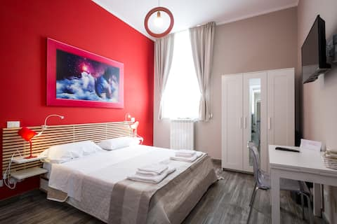 "LeCupole Luxury ""RedRoom"""