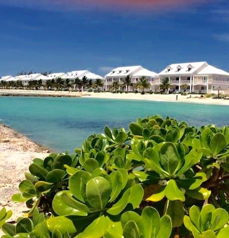 The Seaduced Villa on the beach! Summer Discounts!