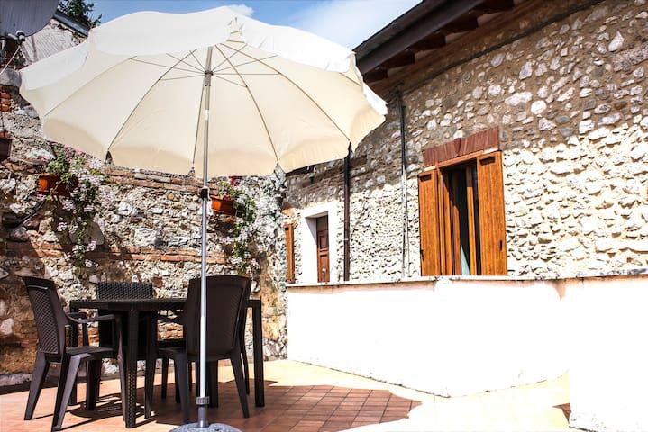 "Casa vacanze montagna ""Lago Salto"" 80km da Roma"