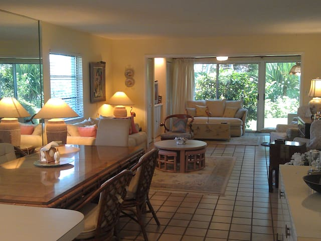 Steps from the Beach & Bay - 2BR Villa - Longboat Key - Condomínio