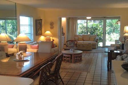 Steps from the Beach & Bay - 2BR Villa - Longboat Key
