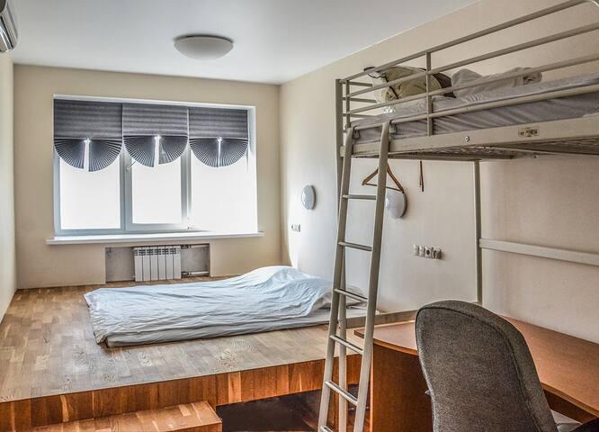 Очень большая кровать + ванна и вкусный завтрак!