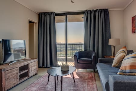 Hop City Luxury Apartment 617, Century City