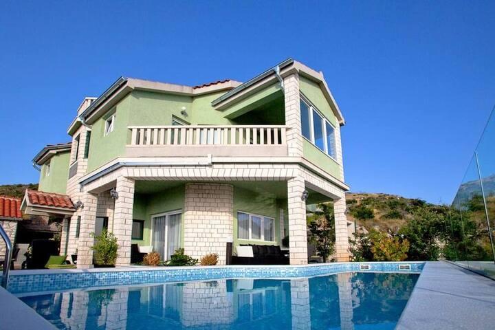 Four bedroom Villa, seaside in Bilo (Primosten), Outdoor pool