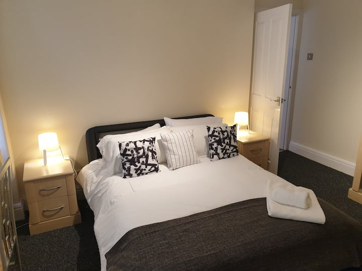South Shield's Emerald Apartment sleeps 6 Guests