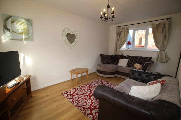 2 bed Cottage in Cardiff junction 32 of the M4
