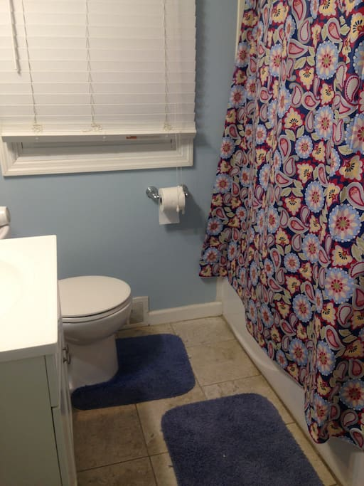 Bathroom shared between 2 BRs