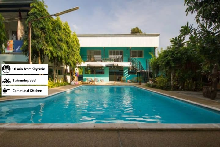 Jade House overlooking Pool near new skytrain - Bangkok - Huis