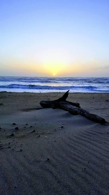 Tramonto presso la spiaggia libera Lavinio Mare