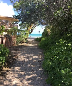 Beautiful, Bungalow steps to Beach! - Kailua