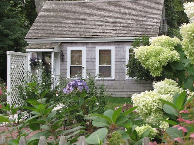 Beautiful Cottage for 2 in Historic W. Barnstable - Barnstable - Haus
