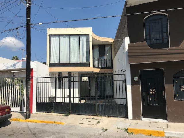 Casa Centrica 3 Recamaras a 2 Cuadras de la Loma