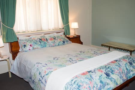 Kimba Travellers' Haven - Bedroom 1