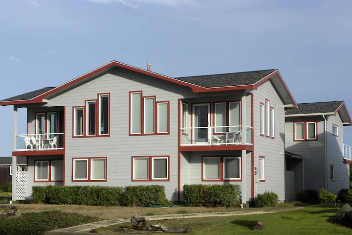 All About the View North in Bandon, RentalType