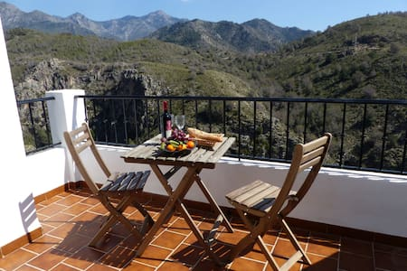Attractive 2-bedroom apartment - Frigiliana - Apartamento