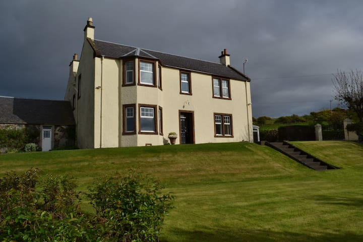 Double bedroom in Turnberry farmhouse with seaview - Girvan - House