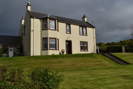 Double bedroom in Turnberry farmhouse with seaview - Girvan - Haus
