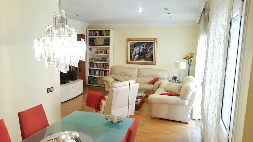 Elegante y céntric piso. Wifi+Parki - Manresa - Apartemen