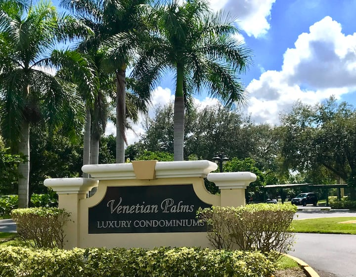 Fantastic 2/2 condo with Lanai Venetian Palms