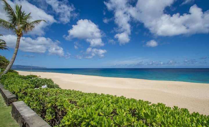 Banzai Pipeline Beachfront home