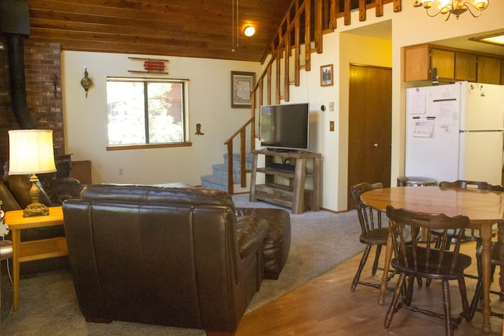 Family & Dog Friendly Cabin, sleeps 9, Pinetop, AZ