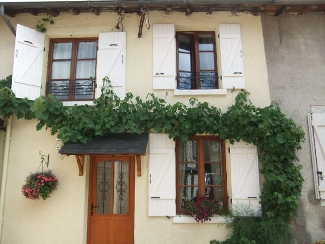 2 Bedroom Cottage - Bourganeuf - Casa