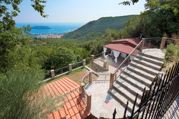 Sea view rustic villa above Budva