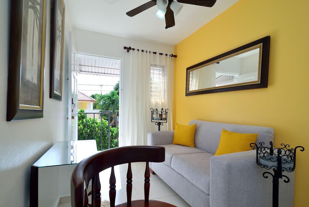 Living Room Area/ Sala de estar
