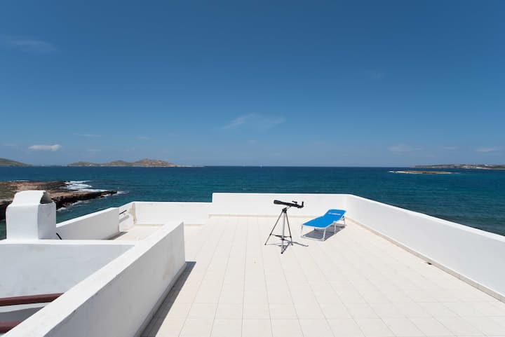 Seafront apartment for 4 ppl in Naousa