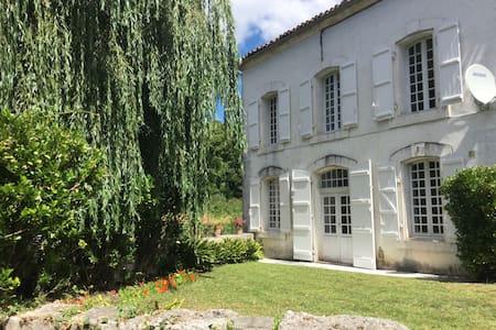 Maison du Pont Riverside B+B~Bedroom 1 ~ Le Jardin - La Rochebeaucourt-et-Argentine - Bed & Breakfast
