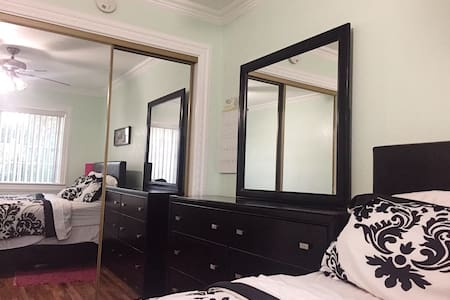 Airy and private room, quiet area - Whittier - Haus