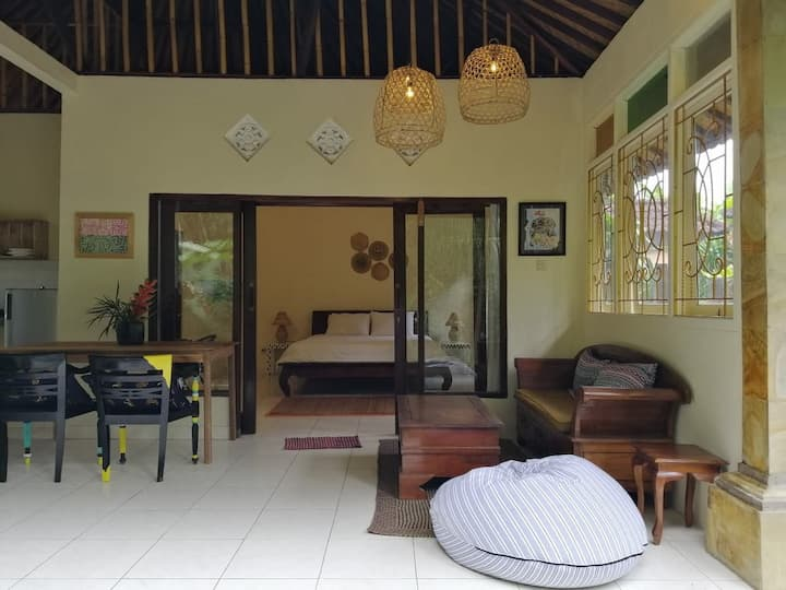 Cosy private villa 2min walk from Moksa resto