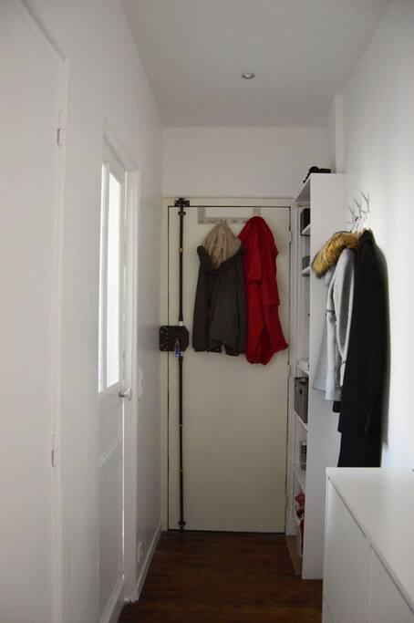 Entrance (Couloir)