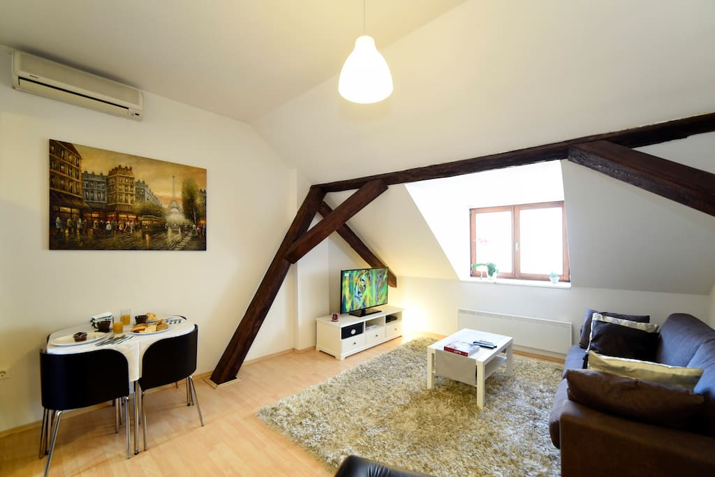 Location, Location, Location – Beautiful Loft- Great Location-Check Guest Reviews Below