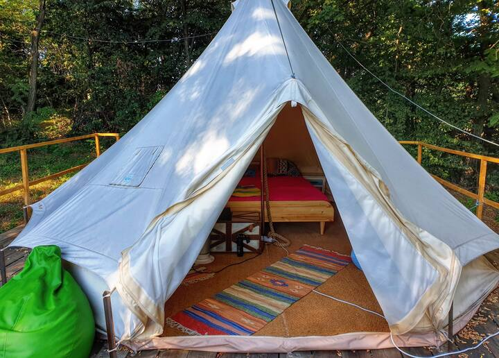 Solo glamping tent cort luxury corbi